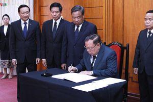 Tổng Bí thư, Chủ tịch nước Lào viếng nguyên Tổng Bí thư Đỗ Mười tại Vientiane