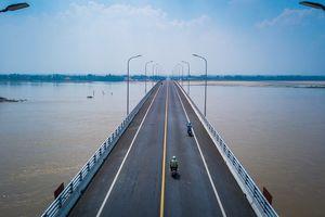 Ngắm vẻ đẹp cây cầu Văn Lang từ trên cao