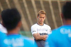 Keisuke Honda gặp khó khi đảm đương vai trò cầu thủ và HLV