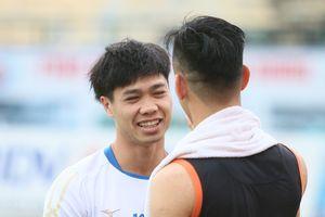 Công Phượng mang con mắt bầm vào cuộc đua ghi bàn với Tiến Linh