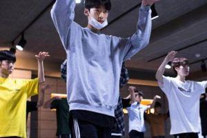 K-Pop Idol: Sau ánh hào quang là mồ hôi và nước mắt