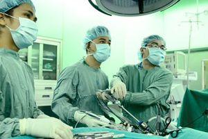 Dạy phẫu thuật cho gần 1.000 bác sĩ nước ngoài