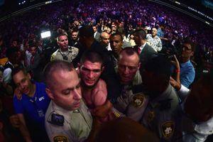 'Siêu đại chiến' UFC kết thúc trong hỗn loạn