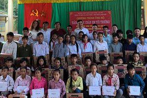Hàng trăm suất quà đến với học sinh miền núi Con Cuông
