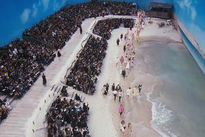 Bản tin Thời trang Plus số 68: Karl Lagerfeld biến bảo tàng thành bãi biển thơ mộng làm sàn catwalk