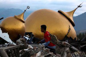 1 tuần sau thảm họa kép, Indonesia chống chọi dịch bệnh vì các thi thể