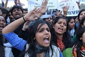 Gần 40 học sinh nữ Ấn Độ phải nhập viện vì chống quấy rối tình dục