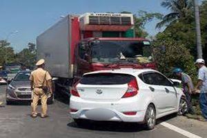 Xe con tông trực diện xe tải, 5 người thương vong