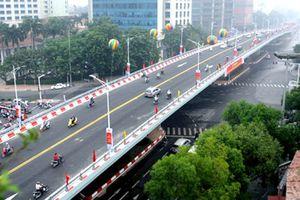 Sau thông xe, các phương tiện đi qua cầu vượt nút giao An Dương như thế nào?