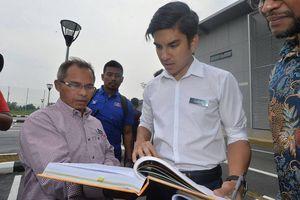 Nỗ lực vượt qua định kiến của Bộ trưởng 25 tuổi người Malaysia