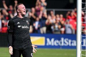 Rooney lập cú đúp trong ngày tái ngộ đồng đội cũ tại MU