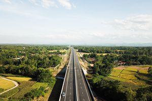 Mới khai thác, cao tốc 34.000 tỷ lởm chởm 'ổ gà - ổ trâu'