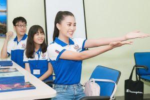 Buổi học đầu tiên của Hoa hậu Việt Nam Trần Tiểu Vy tại trường đại học