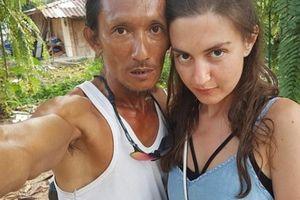 Thái Lan: 'Người hang động' gây bão vì thu hút nữ du khách xinh đẹp