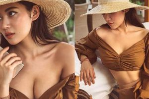 'Bạn gái Tiến Đạt' khoe thềm ngực đầy bằng cách khéo kéo áo trễ nải