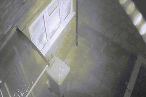 Khỏa thân cầm gậy 'lao như bay' ra khỏi nhà bắt trộm