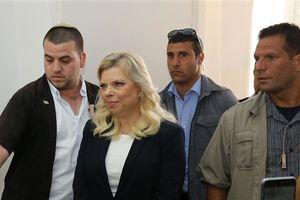 Phu nhân Thủ tướng Israel phải hầu tòa