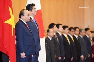 Thủ tướng Shinzo Abe chủ trì lễ đón trọng thể Thủ tướng Nguyễn Xuân Phúc