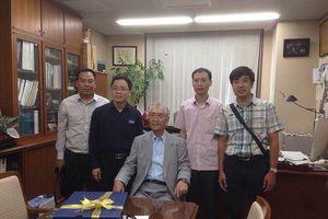 Hai học trò gốc Việt nói về người thầy vừa đoạt giải Nobel Y học