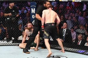 McGregor bị hạ knock-out: Cái kết buồn cho nhà vô địch
