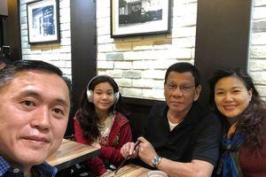 Giữa lúc bị đồn mắc ung thư, Tổng thống Philippines du lịch Hồng Kông