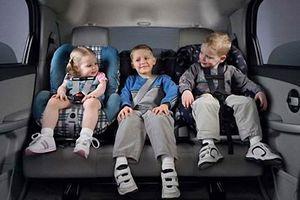 Để trẻ ngồi ghế trước trên ô tô: Lỗi nguy hiểm nhiều người mắc phải