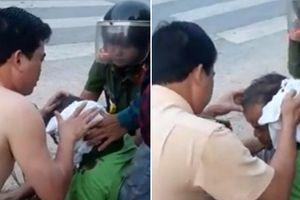 Đại úy CSGT ở Thanh Hóa cởi áo cầm máu cho người bị tai nạn