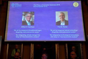 Giải Nobel kinh tế 2018 về tay hai người Mỹ