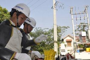 Ngỡ ngàng trước phương pháp sửa chữa điện hiện đại của EVN Hà Nội