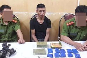 Thu giữ 4 bánh heroin, 2000 viên ma túy tổng hợp