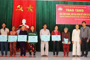 Quảng Nam: Trao một tỷ đồng làm nhà cho người nghèo