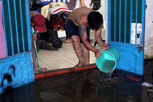 Người Sài Gòn trắng đêm tát nước chống ngập