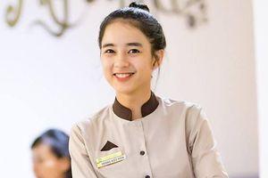 Khách hàng quay lén nữ phục vụ xinh đẹp ở Hải Phòng