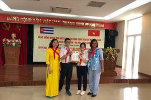 Đoàn đại biểu cấp cao Đảng Cộng sản Cuba thăm trường THCS Nghĩa Tân