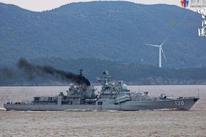 'Viên kim cương' của Hải quân Trung Quốc xả khói như Kuznetsov