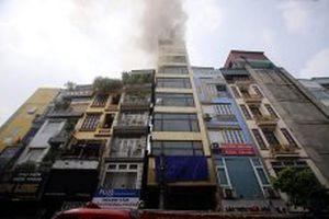 Cháy lớn tại ngôi nhà chín tầng trên phố Hào Nam
