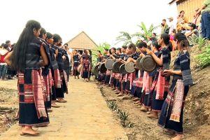 Câu lạc bộ Cồng chiêng nữ làng Leng