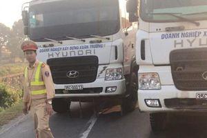 Dàn hàng xe tải chặn quốc lộ, tài xế 'cướp' giấy tờ CSGT