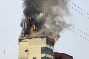Cháy trạm thu phát sóng tầng 9 quán karaoke