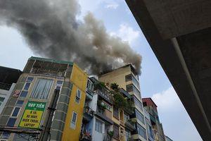 Cháy nhà 7 tầng trên phố Hào Nam vì đốt vàng mã