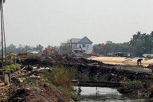 Nhà nứt, cây trồng chết hàng loạt vì 'siêu dự án' thoát nước