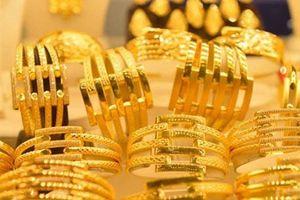 Giá vàng 'bất động' khi giá USD không ngừng tăng