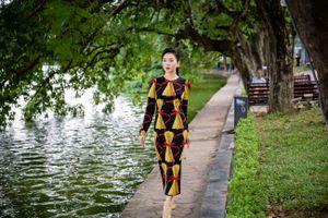 Lệ Quyên khoe vẻ đẹp mặn mà giữa tiết thu Hà Nội