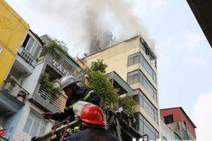 Toàn cảnh hiện trường đám cháy quán karaoke ở Hào Nam