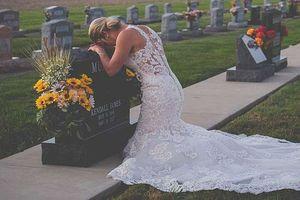 Xúc động cô dâu chụp ảnh cưới một mình bên mộ chú rể