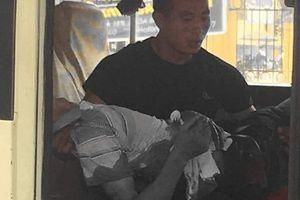 Yên Bái: Đến trường đón con, phụ huynh đâm bảo vệ trọng thương
