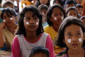 Học sinh Indonesia trở lại trường sau thảm họa động đất, sóng thần