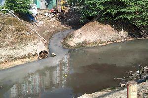 Cầu Giấy – TP. Hà Nội: Mương Đồng Bông ô nhiễm trầm trọng bởi rác và nước thải của các hộ gia đình, doanh nghiệp