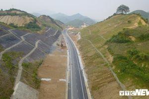 Tuyến đường BOT nghìn tỷ đồng cắt núi nối Hà Nội - Hòa Bình trước ngày thông xe