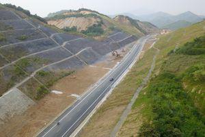 Đường BOT gần 3.000 tỷ đồng xuyên núi nối Hà Nội - Hòa Bình nhìn từ flycam
